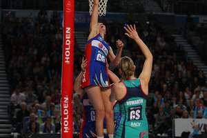 Anna Harrison of the Mystics blocks the shot of Karen Howarth  of the Vixens. Photo / Geetty Images