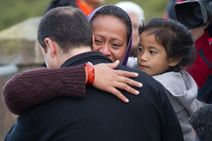 An embrace between rescuer Alan Godfrey and bereaved wife and mother Latu Paasi as the search at Mangere Bridge continued. Photo / Greg Bowker