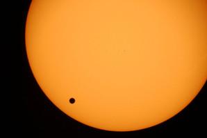 The planet Venus, black spot, crossing the sun is photographed through a telescope at Planetarium Urania in Hove, Belgium, in this June 8, 2004 file photo. Photo / AP