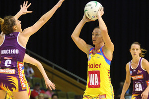 Katarina Cooper of the Pulse looks to pass during the round three ANZ Championship match between the Firebirds and the Pulse. Photo / Getty Images.