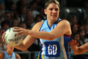 Te Huinga Reo Selby-Rickit of the Steel looks to pass the ball during the round eight ANZ Championship. Photo / Getty Images.