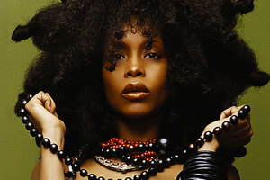 Erykah Badu says a nude music video featuring her sister is 'tasteless'.