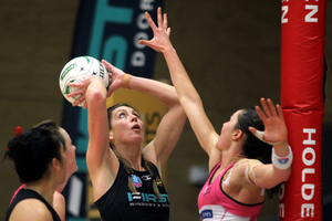 Magic's Irene van Dyk and Thunderbird's Sharni Layton. Photo / Mark McKeown/Musae Studios