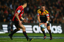 Chiefs first five Aaron Cruden (right) and Crusaders first five Dan Carter. Photo / Getty Images