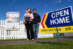 Craig and Sonya Brocklehurst say if prices continue to rise they will look beyond central Auckland to buy a property. Photo / Richard Robinson