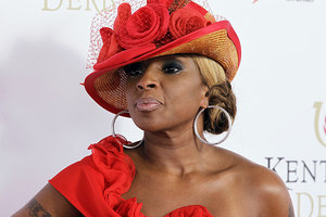 Mary J Blige says she would never just start singing about fried chicken wings. Photo / AP