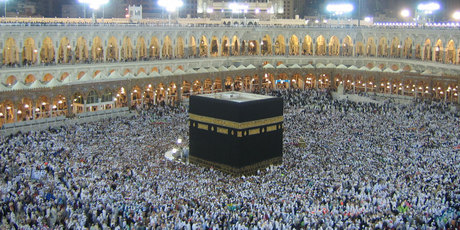 Muslims on their pilgrimage to Mecca circle The Kaaba. NZ businesses are being urged to see the opportunities on offer in the global halal economy. Photo / Thinkstock