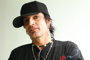 Tommy Lee doesn't like getting his photo taken with fans. Photo / File photo