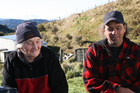 Merle Sorenson shares pig hunting stories with hunter Solly Vallis. Photo / Geoff Thomas