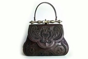 The calfskin bag created by Gherardini based on the design by Leonardo da Vinci. Photo / YouTube