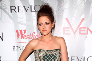 Kristen Stewart has issued a public apology to Robert Pattinson after claims surfaced she was cheating on him. Photo / Getty Images