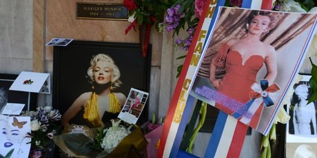 Pictures, flowers, letters and other memoriablia left by fans surround the crypt of Hollywood legend Marilyn Monroe before a memorial service to mark the 50th anniversary at her death. Photo / AFP
