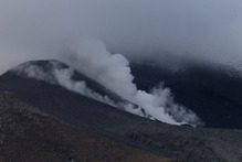 Steam bellows from vents at the summit of Mt Tongariro this morning. Photo / Alan Gibson