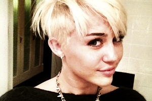 Miley Cyrus is showing off her new do on Twitter. Photo / Twitter