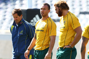 Robbie Deans, Quade Cooper (centre) and Scott Higginbotham discuss tactics at the Wallabies captains' run. Photo / Getty Images