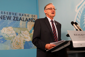 Reserve Bank Governor Dr Alan Bollard acknowledges a high New Zealand dollar is undermining export earnings. Photo / Mark Mitchell