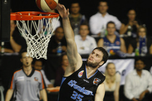 Alex Pledger top scored for the Breakers with 18 points. Photo / Richard Robinson
