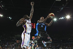 Breakers import Cedric Jackson (right) is blessed with speed and vision. Photo / Getty Images