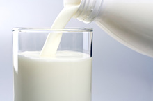 The cost of milk to suppliers has dropped by almost a fifth in a year, but the cost to consumers has dropped by only 3c. Photo / Thinkstock