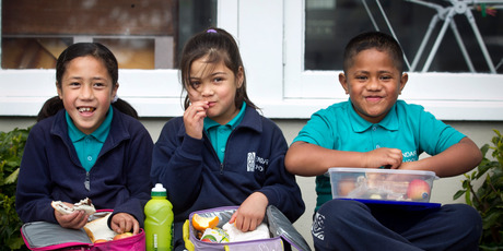 Yendarra School pupils (from left) Anna Leituala, Nivarah Tawhai-Huiarangi and Walter Patalo, all aged 6, tuck into their healthy lunches. Photo / Natalie Slade