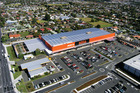 The Lincoln Rd Mitre 10 MEGA store benefits from high traffic volumes on Lincoln Rd.