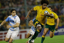 Australia's Radike Samo runs with the ball as Argentina's Horacio Agulla, left, fails to intercept him during a championship rugby match in Rosario, Argentina. Photo / AP