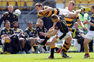 Jackson Ormond of Taranaki competes for a high ball with Jason Woodward of Wellington during the round 15 ITM Cup match between Wellington and Taranaki at Westpac Stadium. Photo / Getty Images