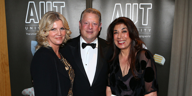 AUT's Penelope Barr-Sellers (left) and Vivien Sutherland Bridgwater with Al Gore. Photo / Simon Watts