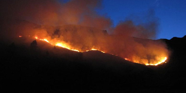 Loading The scrub fire beneath the summit of Roy's Peak, Wanaka. Photo / Lucy Ibbotson