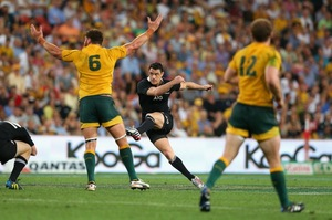 Dan Carter misses a late drop goal attempt in the Bledisloe Cup test in Brisbane. Photo / Getty Images