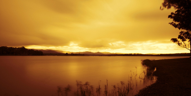Sunset at Bullrocky rest at Lake Samsonvale looking towards the D'Aguilar mountain range. Photo / Creative Commons image by Flickr user l.bailey_beverley
