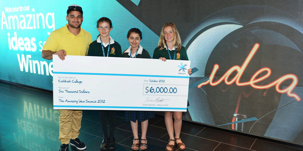 Loading Piri Weepu presents a cheque of $6000 to Lucy Douglas, Noor Al-Shamma and Tyler Davidson from Katikati College. Photo / Photosport.co.nz