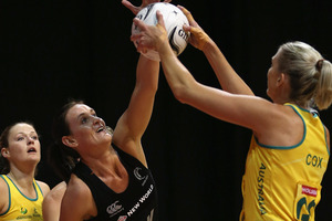 Leana de Bruin of New Zealand defends Catherine Cox of Australia. Photo / Getty Images