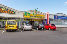 There's no shortage of customers on popular Ti Rakau Drive. Photo / Bruce Clarke
