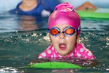 Jessica Bell, 4, learns to swim at the Manurewa Aquatic Centre.  Photo / Natalie Slade 