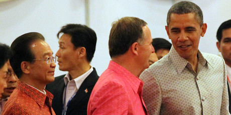 U.S. President Barack Obama, right, talks with Prime Minister John Key, center, as China's Prime Minister Wen Jiabao looks on. Photo / AP