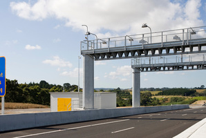 The camera gantry for the SH 1, Northern Gateway Toll Road. File photo / NZPA