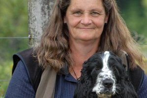 Karen Barber and her 16-month-old English cocker spaniel Izzy, near the spot along the Cliff Walk where she found a trapped dog. Photo / Nathan Crombie