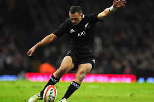 New Zealand All Blacks flyhalf Aaron Cruden kicks at goal during the International Match between Wales and New Zealand. Photo / Getty Images.