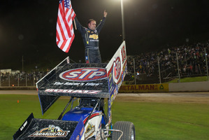 American Donny Schatz battled hard to come out the victor in the 30-lap sprintcar feature race. Pictures / James Selwyn