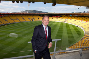 Labour leader David Shearer marks the departure of the 50,000th Kiwi to leave for Australia this year at Westpac Stadium. Photo / Mark Mitchell