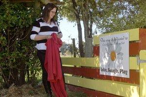 Vivienne Still unveils a plaque at the children's garden. Photo / APN