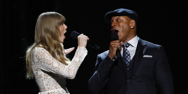 Taylor Swift duets with LL Cool J. Photo/AP