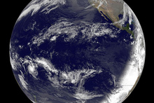 Photo / NASA / NOAA GOES Project  / Dennis Chesters