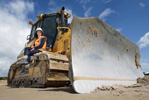 Shannan Bell drives a bulldozer on the Tauranga Eastern Link project. Photo / John Borren