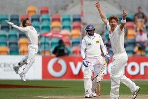 Aussie bowler Shane Watson (right) and wicketkeeper Matthew Wade dismiss Tillakaratne Dilshan.  Photo / AP