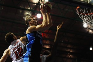 Tom Abercrombie of the Breakers shoots during last night's match against the Hawks. Photo / Getty Images