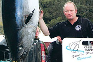 Robbie Lewis with his world record 147kg southern bluefin tuna caught on a 60kg line. He reckons the orca weighed two tonnes. Photo / Gisborne Herald