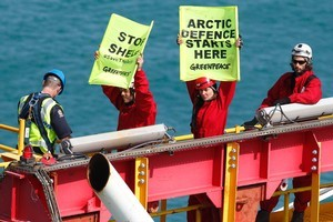 Police scale the drilling tower to arrest Greenpeace activists, including Spartacus star Lucy Lawless, who spent four days protesting. Photo / Greenpeace