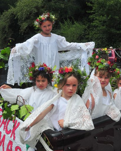 Christmas parade, Featherson, Saturday, pupils from St Teresa's School act as angels in the Christmas story.